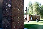 Im Krematoriumsschornstein eingemauertes Symbol
